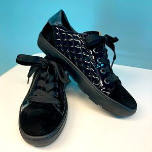 RON WHITE Suede Quilted Zipper Lace Up Sneakers